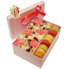 Цветы и Macarons в коробке №2