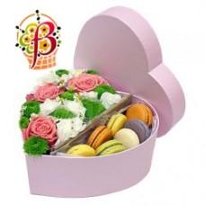 Сердце из цветов и Macarons №1
