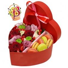 Сердце из цветов и Macarons №2