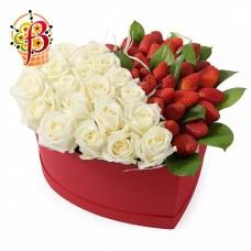 Сердце из клубники и роз № 2