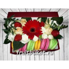 Macarons  и цветы в коробке