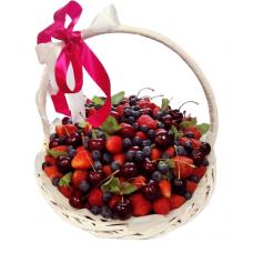 Корзина с ягодами